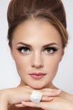 Ładna dziewczyna z kotów oczami Obraz Stock