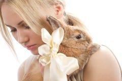Ładna dziewczyna z królikiem Obraz Royalty Free