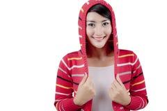Ładna kobieta jest ubranym pasiastego pulower Zdjęcia Stock