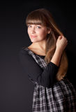 Ładna kobieta na czarnym tle Zdjęcie Stock