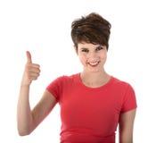 Ładna młoda kobieta pokazuje aprobaty fotografia stock