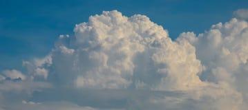 Ładne chmury w niebieskim niebie Fotografia Royalty Free