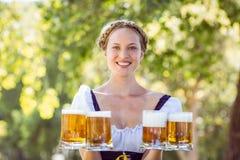 Ładni blondynki mienia piwa Zdjęcie Royalty Free