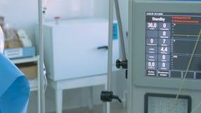 Żadny bicie serca Ręka z bicia serca monitorowanie wyposażeniem w operaci Żadny bicie serca na pokazie zbiory