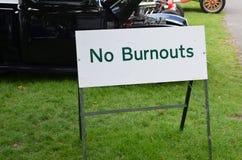 Żadny burnouts znak przy samochodowym spotkaniem Obraz Stock