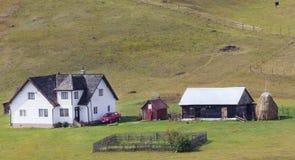 Ładny gospodarstwo rolne w Carpathians Fotografia Royalty Free