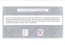 ŻADNY krzyż w czerwonym głosowaniu na Włoskim kartka do głosowania Fotografia Royalty Free