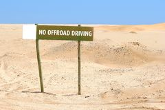 Żadny offroad jeżdżenie znaka pustyni piasek Zdjęcia Stock