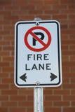 Żadny parking Pożarniczy pas ruchu obrazy stock