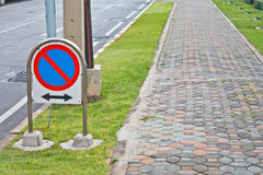 Żadny parking ruch drogowy znak Obrazy Stock