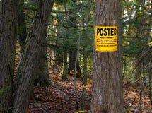 Żadny Trespassing Wysyłający własność prywatna znak Fotografia Stock