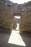Adobe墙壁和门道入口在阿兹台克印地安废墟,拉普拉塔, NM 库存照片