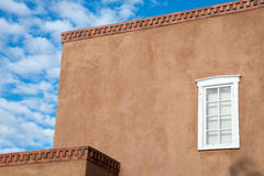 Adobe-Architektur in Santa Fe, Nanometer Lizenzfreie Stockbilder