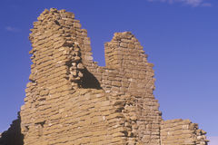 Adobe-Backsteinmauer, circa ANZEIGE 1060, indische Ruinen Chaco-Schlucht, die Mitte der indischen Zivilisation, Nanometer Lizenzfreie Stockfotos