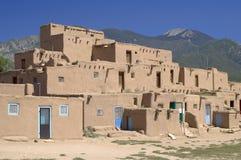 Adobe-Häuser im Pueblo von Taos Stockfoto