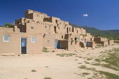 Adobe-Häuser im Pueblo von Taos. Stockfoto