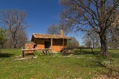Adobe-Hütte auf dem Berg Stockfoto