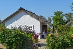 Adobe-Hütte mit einem Dach von Schilfen Wohnsitz-Kosakefamilie Lizenzfreies Stockbild