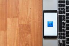 Adobe Photoshop auf Smartphoneschirm Lizenzfreie Stockfotografie