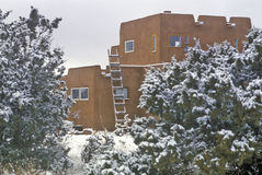Adobe in snow in Santa Fe, NM Royalty Free Stock Photos