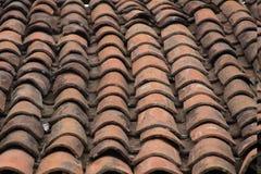 Adobe-tegels op het dak royalty-vrije stock fotografie