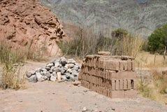 Adobe-Ziegelsteine und Steine Stockfotografie