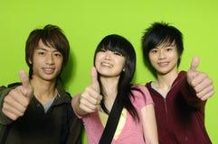 Adolescencias asiáticas imagenes de archivo