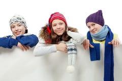 Adolescencias con una tarjeta Imagen de archivo