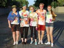 Adolescencias cubiertas en la presentación de la pintura del polvo Fotos de archivo
