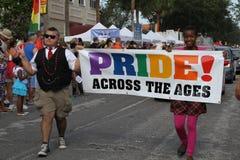 Adolescencias en el 10mo desfile anual del orgullo del St. Pete Imagen de archivo libre de regalías