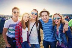 Adolescencias en el festival del verano Fotos de archivo libres de regalías