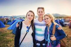 Adolescencias en el festival del verano Fotos de archivo