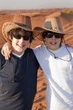 Adolescencias felices en un desierto Foto de archivo