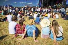 Adolescencias hermosas en el festival del verano Imagen de archivo