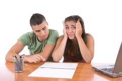 Adolescencias que estudian - muchacha tensionada Imágenes de archivo libres de regalías