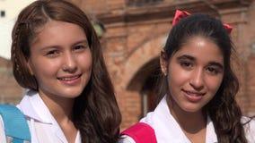 Adolescencias sonrientes de las muchachas adolescentes Foto de archivo