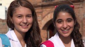 Adolescencias sonrientes de las muchachas adolescentes Fotos de archivo