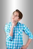Adolescent étant douteux ou pensant à quelque chose Photo libre de droits