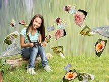Adolescent avec des photos de nature Images stock