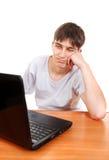Adolescent avec l'ordinateur portable photo stock