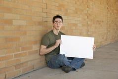 Adolescent avec le signe blanc Photographie stock