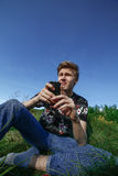 Adolescent avec le smartphone Photo stock