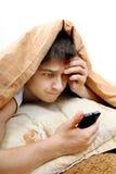 Adolescent avec le téléphone portable photo stock