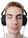 Adolescent écoutant la musique Image stock
