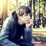 Adolescent dans Autumn Park photo stock