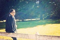 Adolescent dans la campagne Photographie stock libre de droits