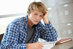 Adolescent dans la classe Image stock