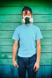 Adolescent dans le masque de gaz photos libres de droits