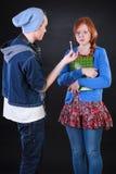 Adolescent donnant le joint à l'ami Photographie stock libre de droits
