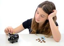 Adolescent effectuant l'euro épargne d'argent Images stock